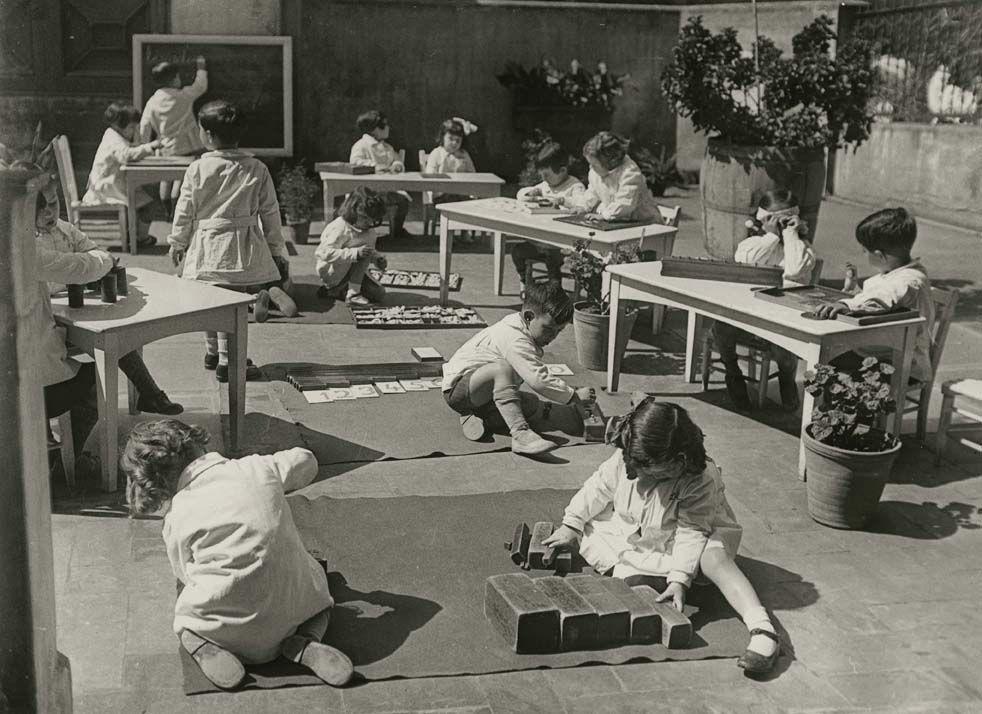 Ambiente montessoriano em Barcelona, 1932. Fonte: Lar Montessori