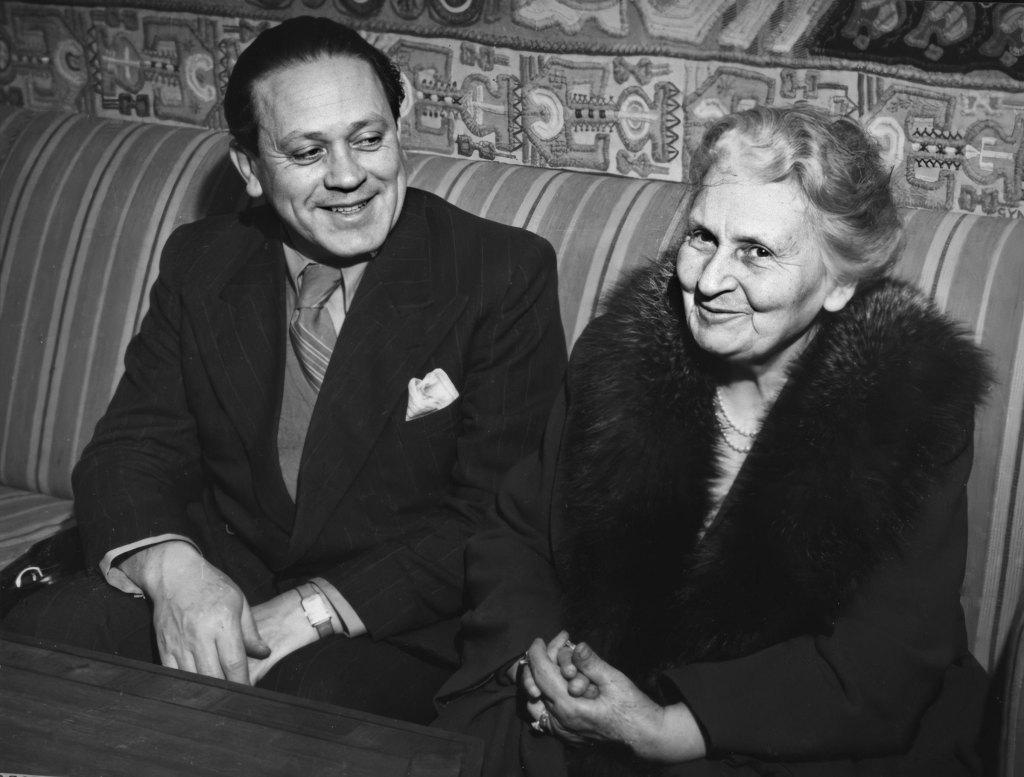 Maria Montessori e Mário Montessori, em 1950